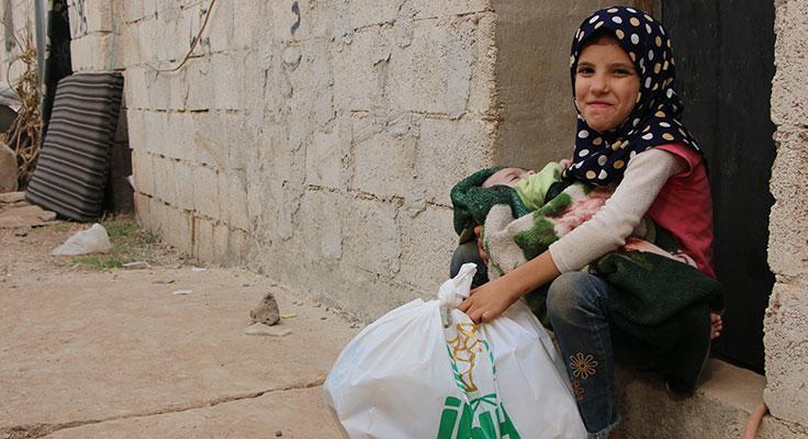 İHH Afrin'deki yetimlere gıda kolisi dağıttı!
