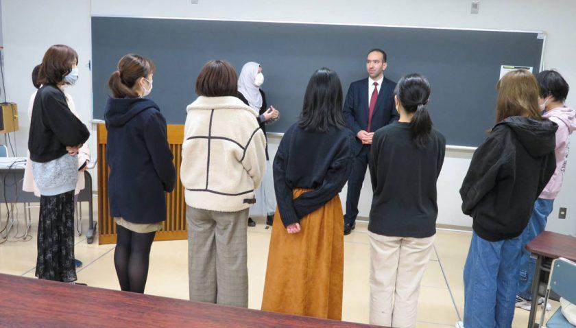 Tokyo Camisi İmam Hatibinden Japon öğrencilere ezan semineri