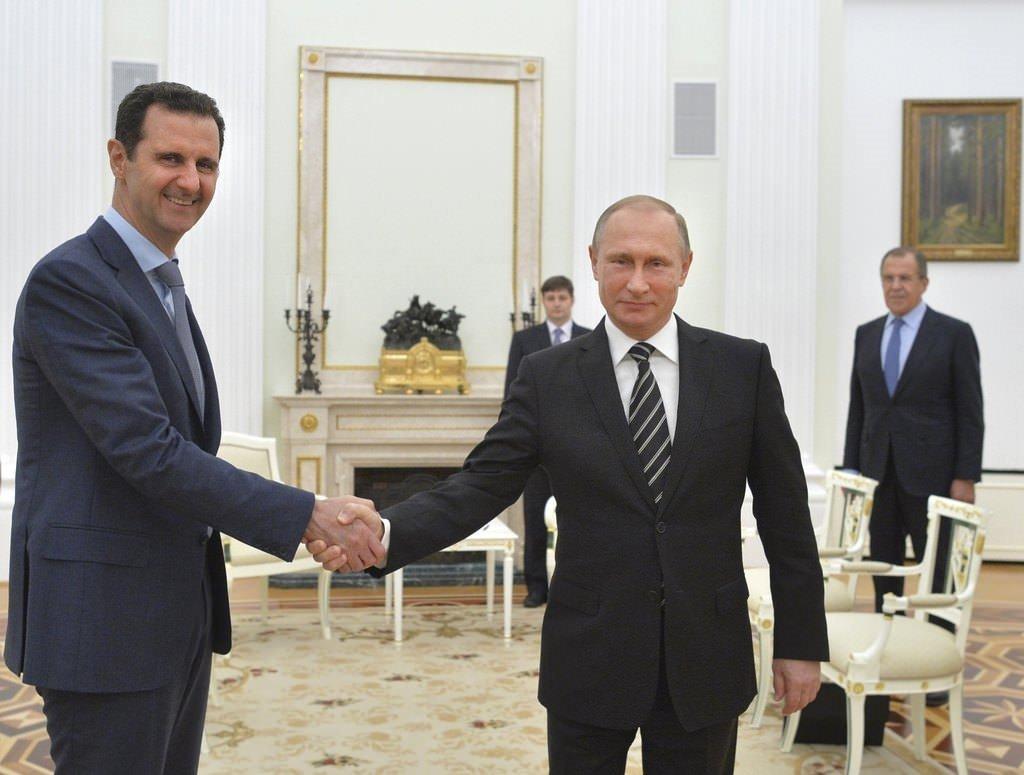 Esad'la buluşan Putin Kovid-19 şüphesiyle kendisini karantinaya aldı