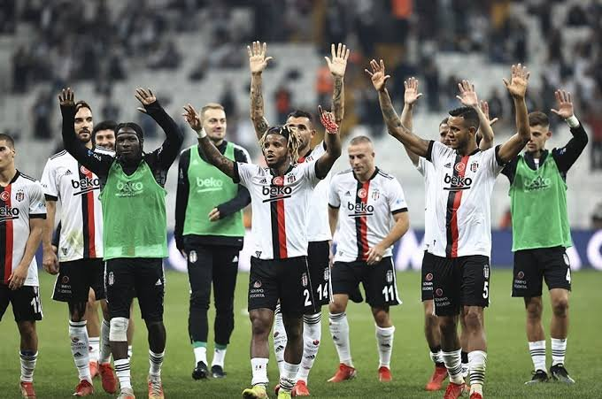 12 eksikle Hollanda'ya giden Beşiktaş, Ajax'a konuk oluyor! Muhtemel 11'ler...
