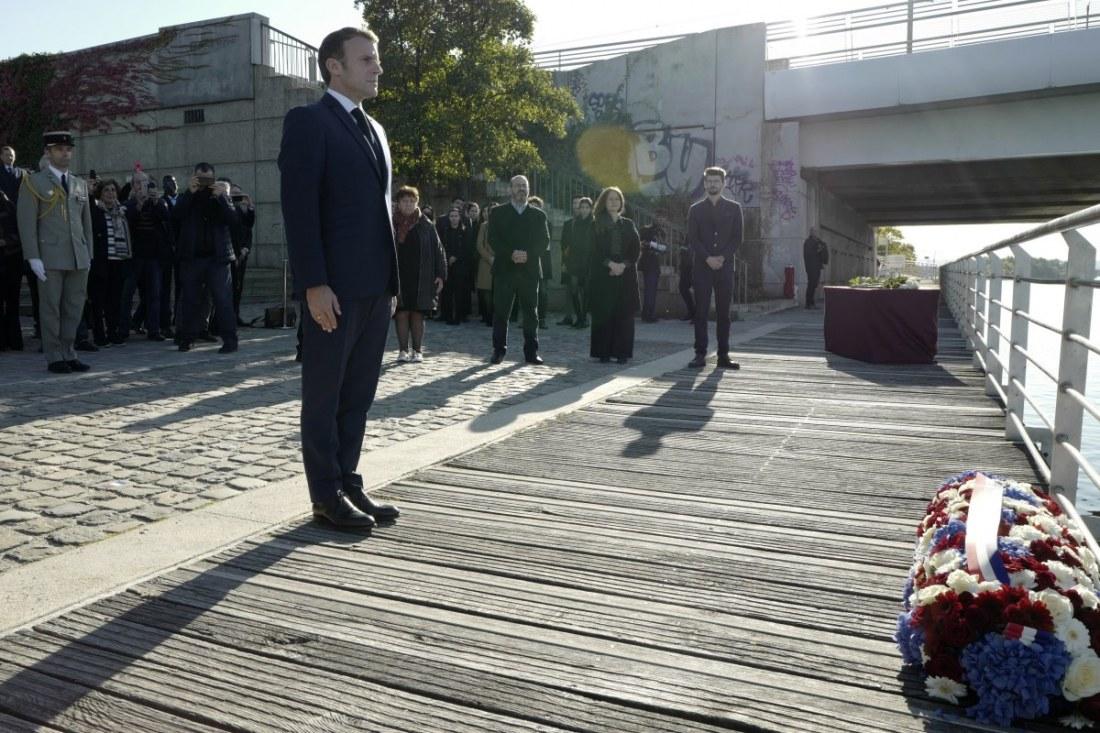 Emmanuel Macron, yüzlerce Cezayirlinin öldürüldüğü katliamın anma törenine katıldı